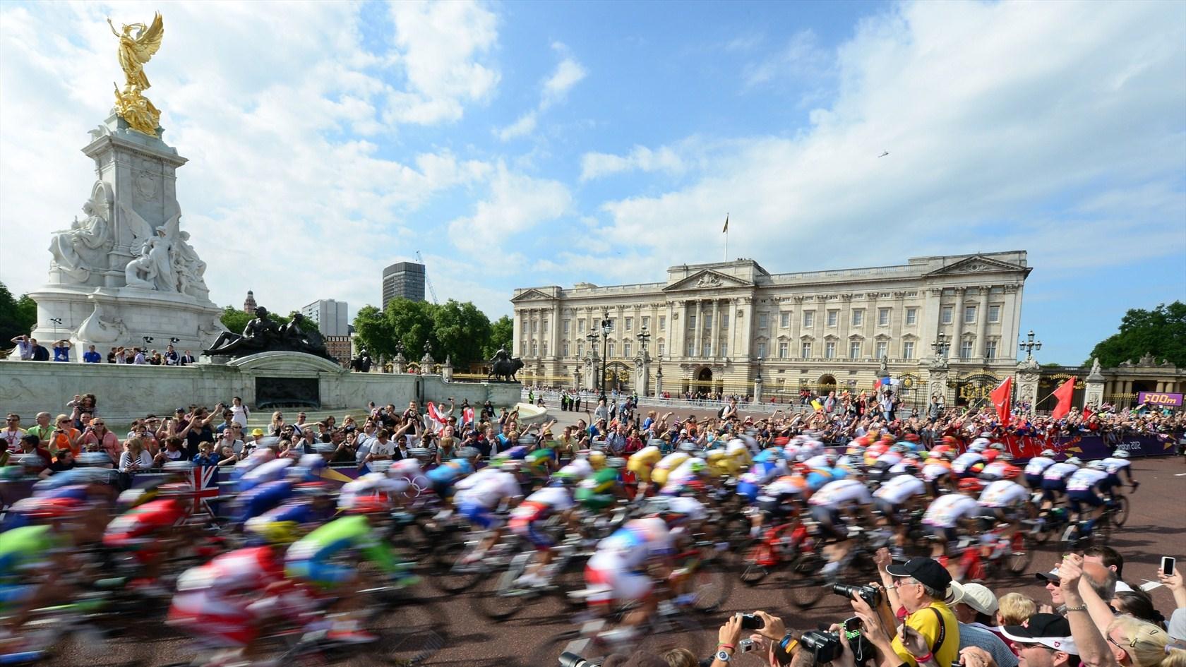 Road race men s cycling near buckingham palace
