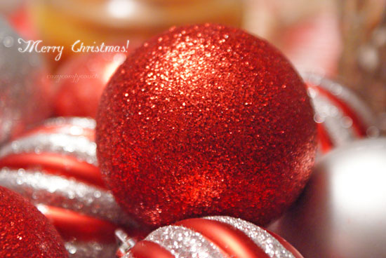 Merry_christmas_Baubles-Wallpaper