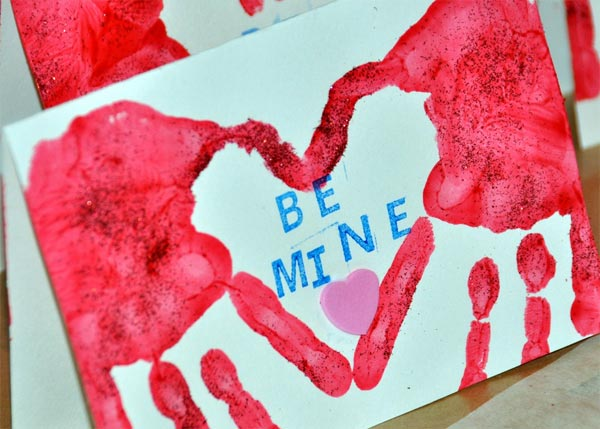 valentines-handprint-card-design