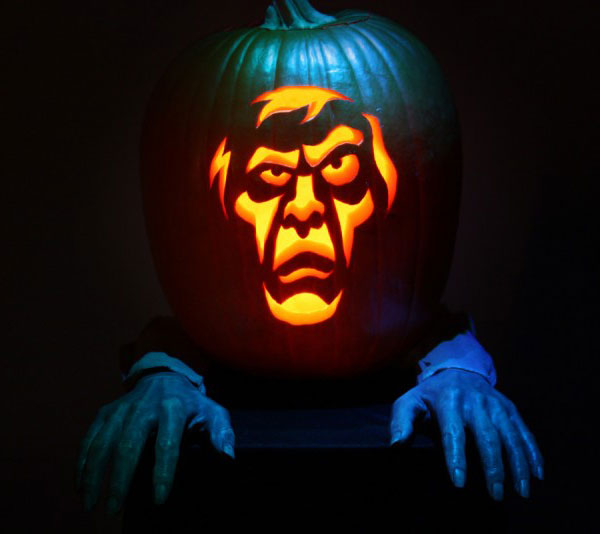 Scary-halloween-pumpkin-carving-