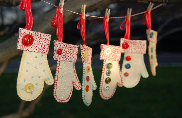 Gloves-handmade-christmas-ornaments