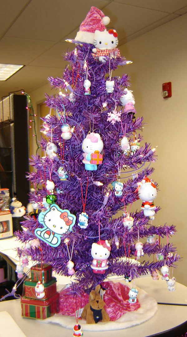 Christmas-Tree-decorating-ideas-with-cute-hello-kitty-ornaments