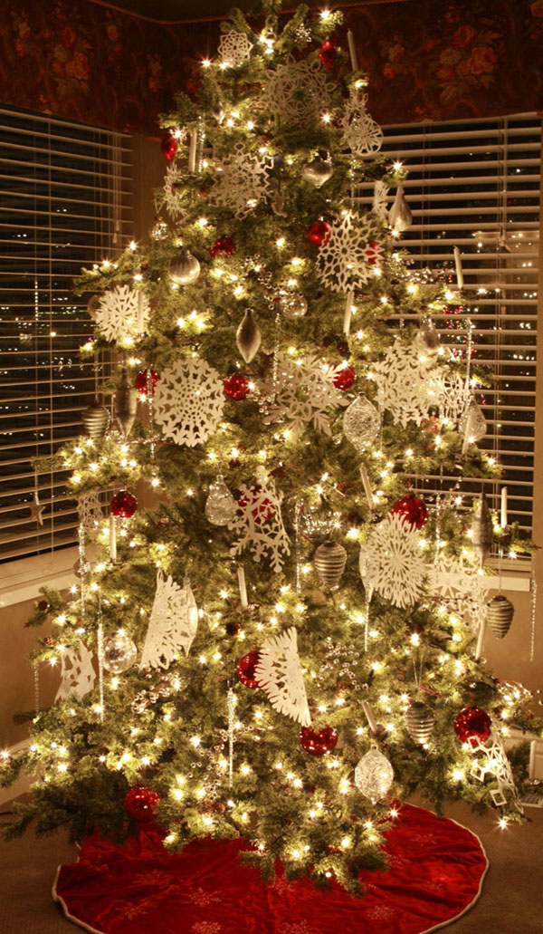 decorate christmas tree with snowflakes ornaments - Indoor Decorative Christmas Trees