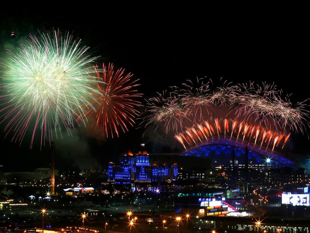 Fireworks-on-display-over-the-Olympic-Park