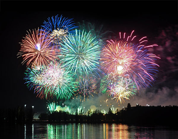 Fireworks 2014 Wallpaper بوستات بمناسبه راس السنه 2015  منشورات facebook بمناسبة راس السنة 2016