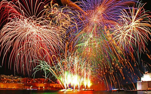 Grand_Fireworks_Celebrations_Wallpaper
