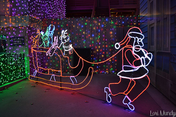 Dancing-Lights-Christmas-outdoor-decorating-ideas