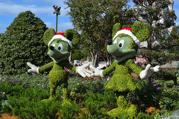 Mickey-Mouse-Outdoor-decoration-for-christmas