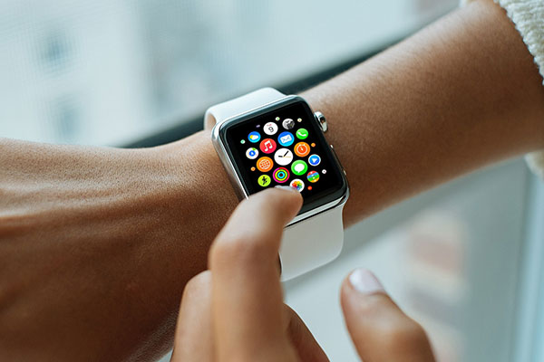 5-Apple-Watch-Mockup-PSD