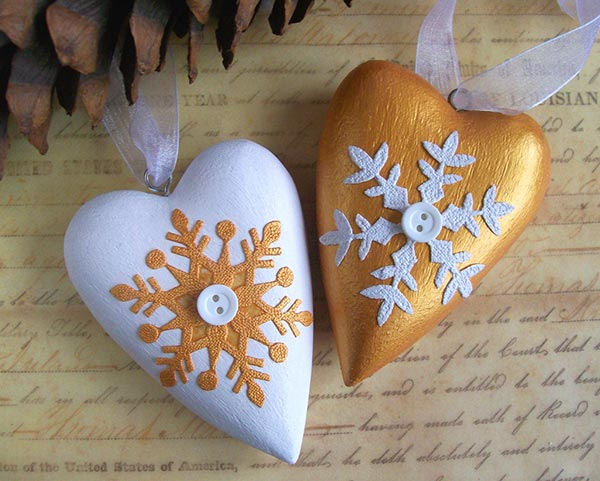 Gold-and-white-Christmas-hearts