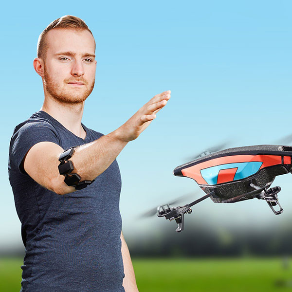 Myo-Gesture-Control-Armband-tech-gift-for-christmas-2015