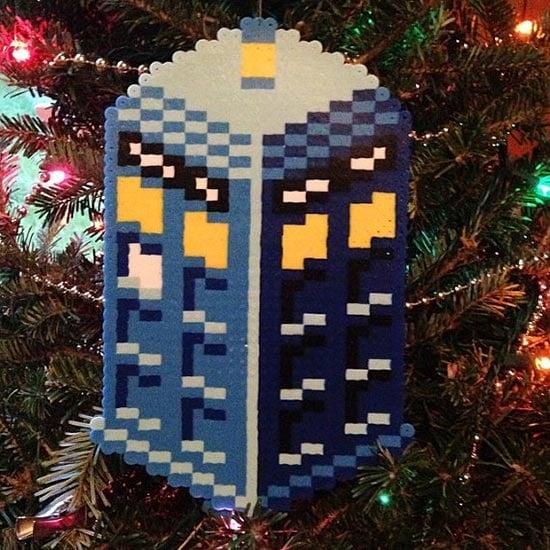 Pixel-Art-TARDIS-Cristmas-Ornament-2015