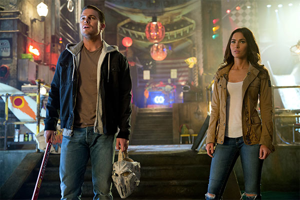 TMNT-2-Megan-Fox-and-Stephen-Amell