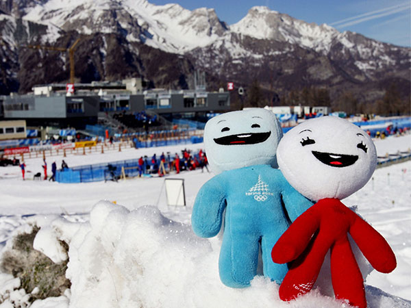 2006-Turin-Olympic-Mascots,-Neve-and-Gliz,-a-humanized-snowball-and-ice-cube-2