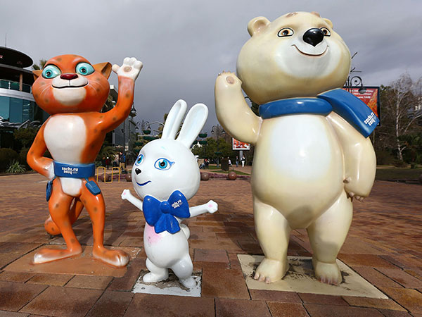 2014-Sochi-Olympic-Mascots,-Bely-Mishka,-Snow-Leopard-and-Zaika