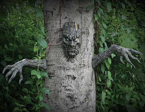 spooky living tree outdoor halloween decoration - Terrifying Halloween Decorations