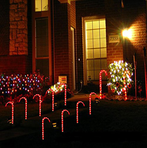 christmas-outdoor-decorations-candy-cane-pathway