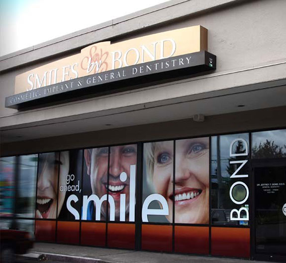 simile-by-bond-dentish-shop-window-design