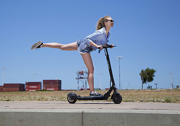 v-1000-electric-scooter-lithium-powered-18mph-disc-brakes-and-folding-mechanism-2