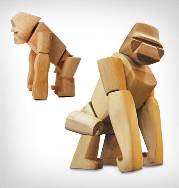 Hanno-the-Wooden-Gorilla