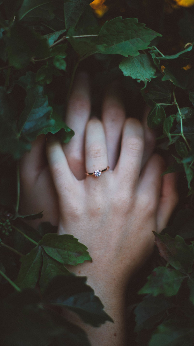 Engagement-Ring-iPhone-7-Wallpaper-HD