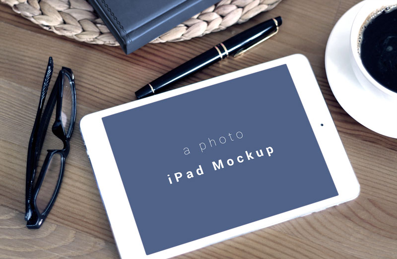 Free-Horizontal-iPad-Photo-Mockup-PSD-file-2