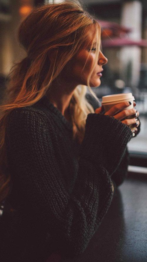 Girl-Having-Coffee-Apple-iPhone-7-Plus-&-Xiaomi-MiUI-9-Wallpaper