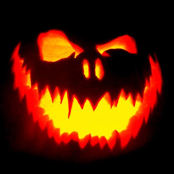Scary Halloween Pumpkin Carving Ideas 2017 by Designbolts (10)