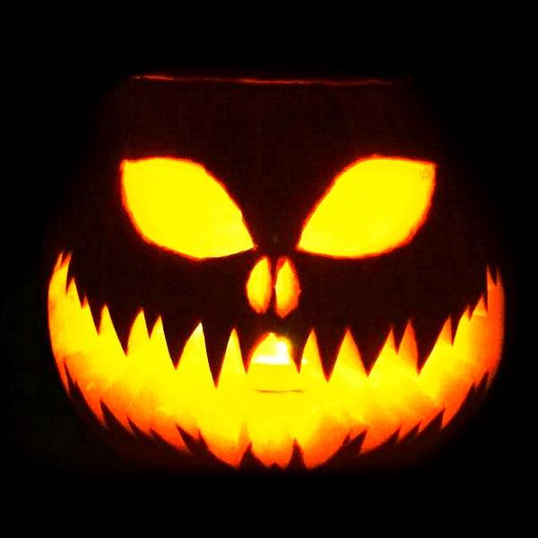 Scary Halloween Pumpkin Carving Ideas 2017 by Designbolts (12)