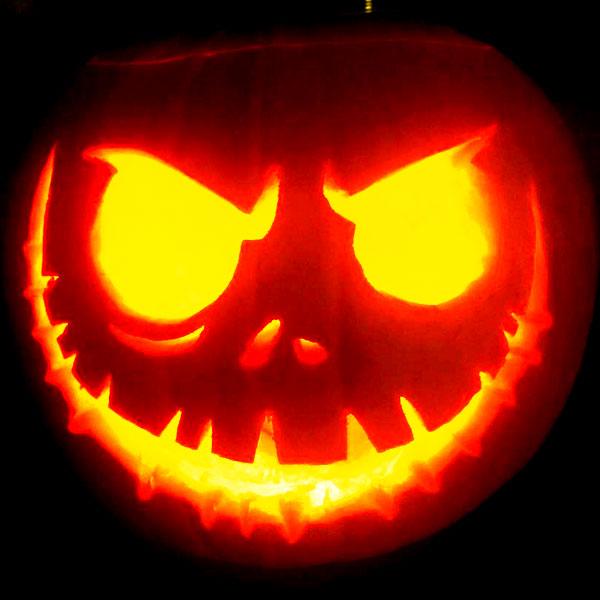 Scary Halloween Pumpkin Carving Ideas 2017 by Designbolts (13)