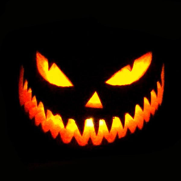 Scary Halloween Pumpkin Carving Ideas 2017 by Designbolts (16)