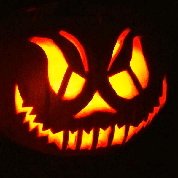 Scary Halloween Pumpkin Carving Ideas 2017 by Designbolts (17)