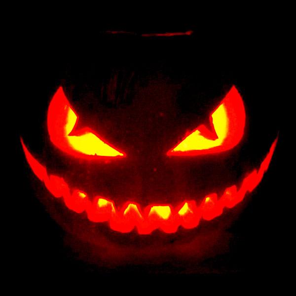 Scary Halloween Pumpkin Carving Ideas 2017 by Designbolts (2)