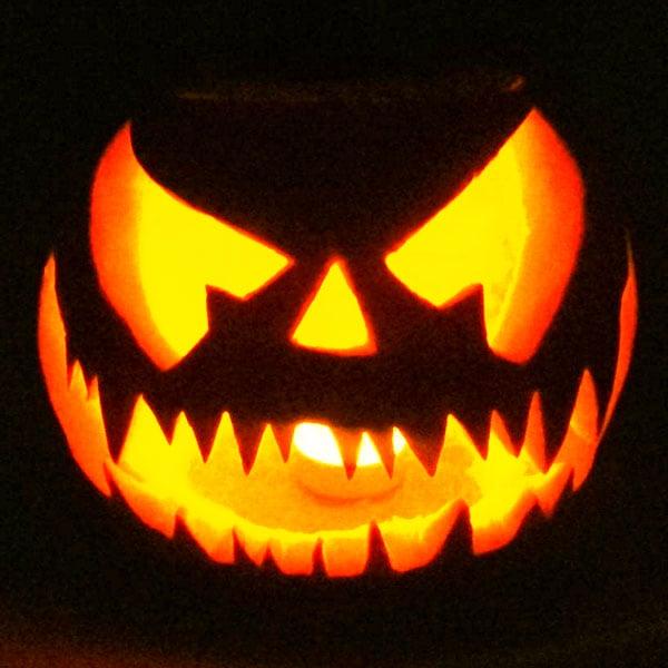 Scary Halloween Pumpkin Carving Ideas 2017 by Designbolts (20)