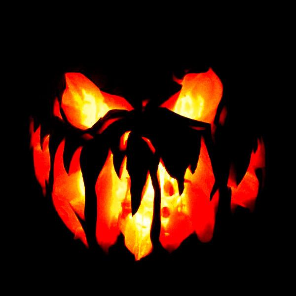 Scary Halloween Pumpkin Carving Ideas 2017 by Designbolts (4)