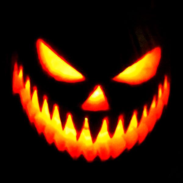 Scary Halloween Pumpkin Carving Ideas 2017 by Designbolts (7)