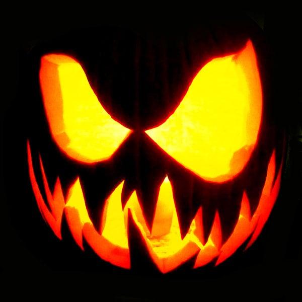 Scary Halloween Pumpkin Carving Ideas 2017 by Designbolts (8)