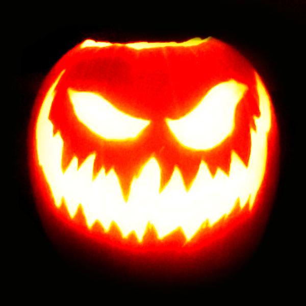 Scary Halloween Pumpkin Carving Ideas 2017 by Designbolts (9)