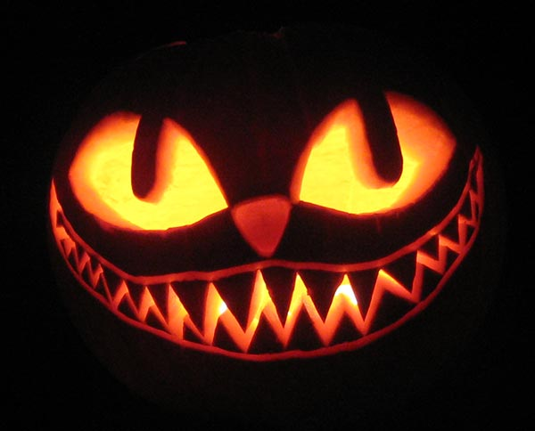 Cheshire-Cat-at-Night-Pumpkin-Carving