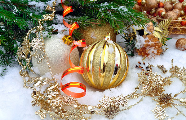 Gold-Christmas-Bauble-Stock-Photo