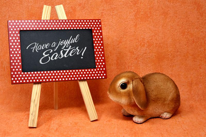 Free-Easter-Bunny-Easel-Chalkboard-Mockup-PSD-2