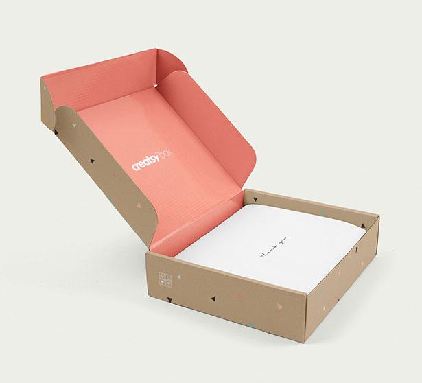 Free-Mailing-Gift-Box-Packaging-Mockup-PSD