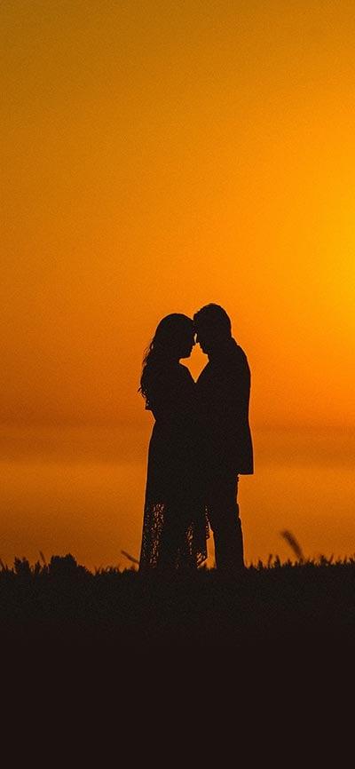 couple_romantic_sunset_iPhone-X-Wallpaper