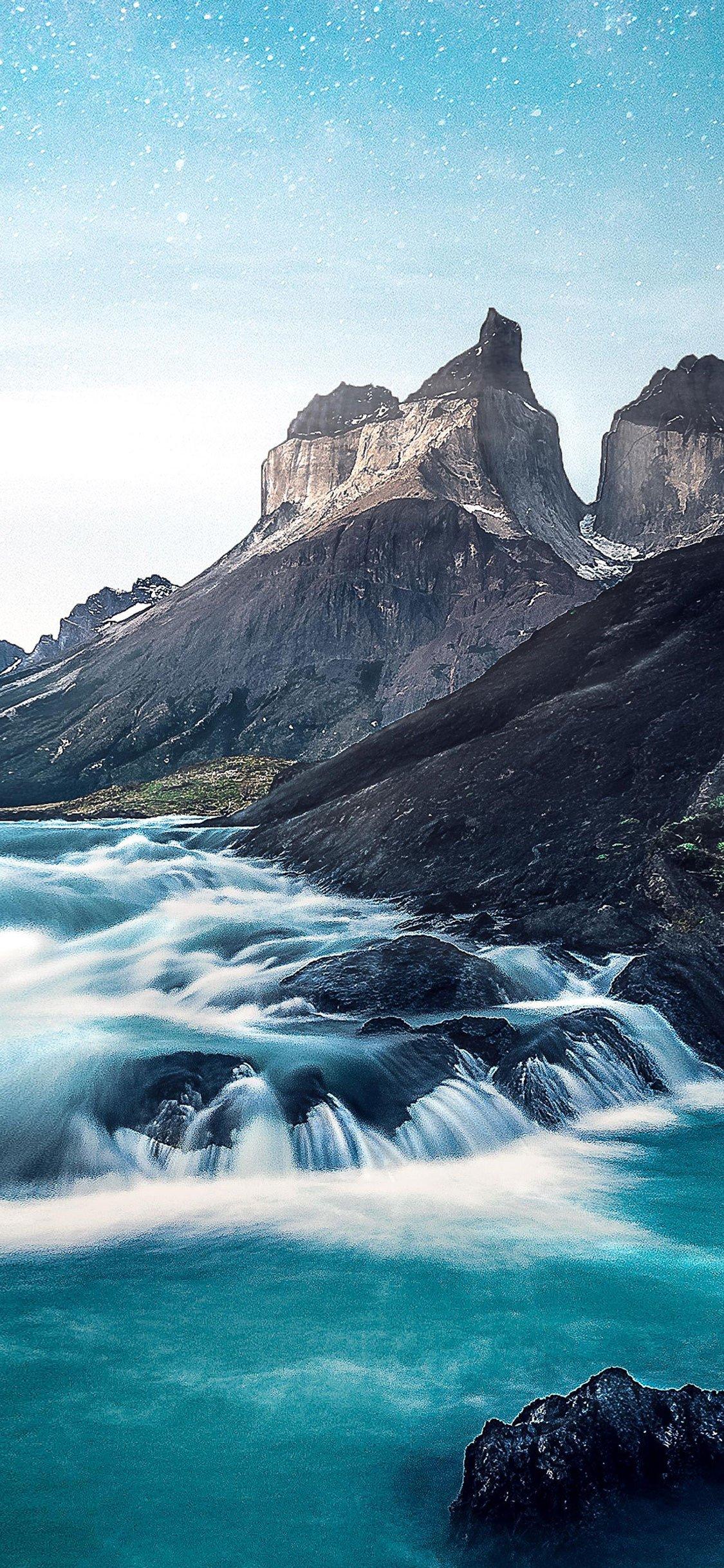 Lake Mountain iPhone X Wallpaper